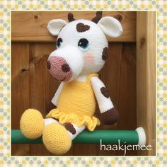 Crochet cow with hearts - Haak je mee Crochet Monkey, Crochet Turtle, Crochet Sheep, Giraffe Crochet, Crochet Dinosaur, Crochet Rabbit, Crochet Amigurumi Free Patterns, Crochet Animal Patterns, Stuffed Animal Patterns