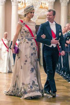 Onze mooie koningin in Noorwegen met de japon van Jan Taminiau 80e verjaardag Noors Koningspaar Oslo 9 mei 2017