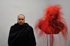 """Javier Perez et son """"Mascara de seduccion"""", lors du vernissage de l'exposition """"Musée Réattu,Acte V"""", le 4 février 2012. photo ville d'Arles, Patrick Mercier."""