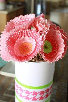 DIY Cupcake Liner bouquets - perfect #ValentinesDay party decor!