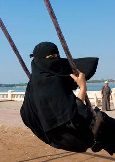"""Having fun in Jeddah - Saudi Arabia"" by Eric Lafforgue In This World, We Are The World, People Of The World, Arab Girls Hijab, Muslim Girls, Muslim Women, Muslim Couples, Hijab Niqab, Mode Hijab"