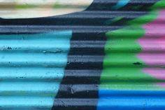 Graffiti sind allgegenwärtig. Fundstücke von einer Reise nach Istanbul: Ein Klick auf den richtigen Ausschnitt ergibt attraktive abstrakte Farbkompositionen... Graffiti, Nike Logo, Istanbul, Musical Composition, Voyage, Neckline, Graffiti Artwork, Street Art Graffiti
