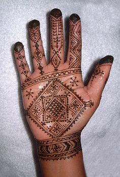 Welcome to Henna Decoration in New York Moroccan Themed Wedding & Party Event Planner Tent and Decoration Rental Call us today, We are readily available to answer your que. Finger Henna, Wrist Henna, Henna Body Art, Henna Art, Henna Hand Designs, Henna Tattoo Designs, Tattoo Ideas, Henna For Boys, Henna Kunst