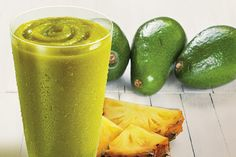 Healthy fats can help you lose weight. Here are 5 detox smoothie recipes for weight loss that can help you lose weight. Cheers to smoothies. Detox Diet Drinks, Detox Smoothie Recipes, Smoothie Drinks, Healthy Drinks, Healthy Smoothies, Smoothie King, Avocado Recipes, Weight Loss Smoothies