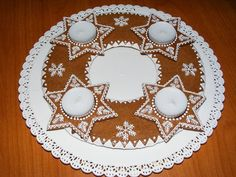 Perníkový svícen / Zboží prodejce Nadja10 | Fler.cz Fancy Cookies, Royal Icing Cookies, Christmas Desserts, Christmas Baking, Gingerbread Cookies, Gingerbread Houses, Holidays And Events, Cookie Decorating, Food And Drink