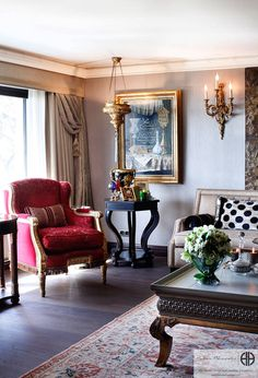 Regal, luxurious and old fashioned style living room. So lush. by Hakan Helvacıoğlu / H2C
