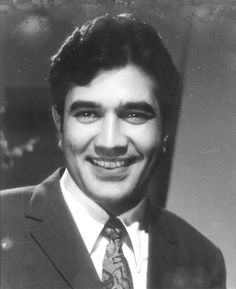 Remembering Rajesh Khanna on his death anniversary. 29 December 1942 – 18 July was an actor, film producer, and politician who is known for his work in. Vintage Bollywood, Old Bollywood Movies, Indian Celebrities, Bollywood Celebrities, Bollywood Actress, Old Film Stars, Rajesh Khanna, Bollywood Pictures, Film Icon