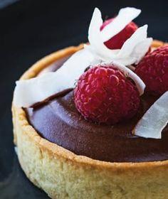 Většina z nás si čas od času dopřeje návštěvu cukrárny na dobrý zákusek. Cheesecake, Food, Cheesecakes, Essen, Meals, Yemek, Cherry Cheesecake Shooters, Eten