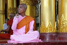 Šventykloje   Darius Sėlenis   Šventykloje. Mianmaras (Birma)