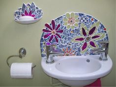  Sophie Robins is an established mosaic artist based in Nottingham, UK.  Originally trained in the knitwear industry as a designer she found a natural transition to mosaic. Mosaic Bathroom, Mosaic Wall Art, Mosaic Backsplash, Mosaic Diy, Mosaic Crafts, Mosaic Projects, Mosaic Tiles, Stone Mosaic, Mosaic Glass