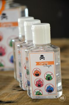 Halloween-printables Halloween gift gern hand sanitizer @Amy Huntley (TheIdeaRoom.net)