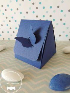 Elégante boîte à dragées mariage bleu marine, fermée par un joli papillon, vendue en tout inclus à petit prix http://www.maison-des-delices.fr/detail3-kit-dragees-mariage-tout-inclus-a-petit-prix-277