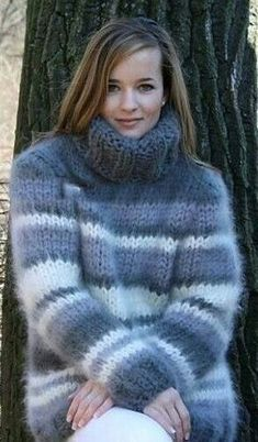 5 Dress Styles That Will Make You Look Thinner. While particular ladies wear products you see on the runway might look terrific on models, they might not look great on every woman. Thick Sweaters, Wool Sweaters, Sweaters For Women, Fluffy Sweater, Mohair Sweater, Gros Pull Long, Gros Pull Mohair, Angora, How To Purl Knit