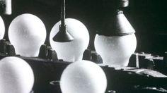 Rapalan uistimet, Airamin lamput, Finlaysonin kankaat ja muut suomalaiset tuotteet etsivät 1960-luvulla ponnekkaasti paikkaansa maailman markkinoilta. Suomessa uskottiinkin vankasti kotimaiseen muotoiluun ja tuotantoon.