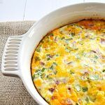 A simple and delicious breakfast or dinner idea. Just add ingredients you have around: use leftover ham or cubed cooked potato spinach tomatoes. Bacon And Cheese Quiche, Ham Quiche, Low Carb Quiche, Gf Recipes, Cooking Recipes, Recipies, Quick Recipes, Healthy Recipes, Ham And Eggs
