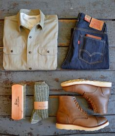 The Real McCoys - Joe McCoy 8 Hour Work Shirt Merz b. Schwanen - Henley Levis Vintage Clothing - 1954 Oak Street Bootmakers - Shoe Brush Merz b. Schwanen - Socks Oak Street Bootmakers - Cap Toe Vibram Sole Trench Boot