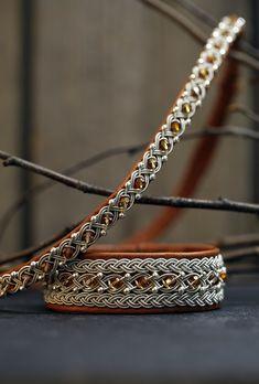 Lindas armband  Brett brunt tennarmband med silver- och swarovskipärlor och  ett matchande halsband Swarovski. SwarovskiHalsbandSmycken 5b91edf5e3ff3