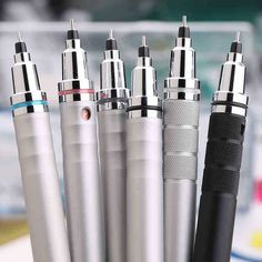 Uni Kuru Toga Mechanical Pencil Best Mechanical Pencil, Mechanical Pencils, Pencil Design, Cute School Supplies, Stationery Pens, Pen And Paper, Drawing Tools, Artist At Work, Ghostwriter
