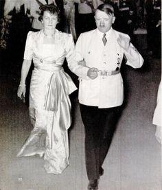 1939 May 22 Hitler escorts Annaliese von Ribbentrop