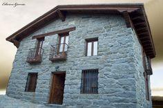Casa Rural de 2 a 7 personas, construida en planta baja. Posibilidad de alquilar otros 2 alojamientos junto a ésta hasta un total de 20 plazas. Precio aproximado: 20 - 25 € - Ver Ofertas: http://www.todaslascasasrurales.com/casa-rural/el-mirador-del-alberche-1-8144.html