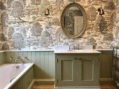 Beautiful Bathroom Decor, Master Bathroom Renovation, Interior Design Guide, Bathroom Vanity Makeover, Wallpaper For Small Bathrooms, Amazing Bathrooms, Bathroom Design Luxury, Green Bathroom, Bathroom Renovations
