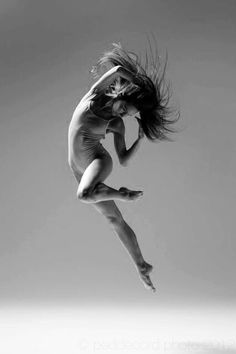 Dancing Branflakes: Be Inspired: Chris Peddecord Dance Photography Poses Dynamiques, Art Poses, Ballet Poses, Ballet Dancers, Dance Jumps, Dance Photo Shoot, Human Poses Reference, Dance Like No One Is Watching, Human Body