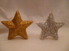 Vela em formato de estrela com acabamento em glitter nas cores branco, prateado ou dourado.