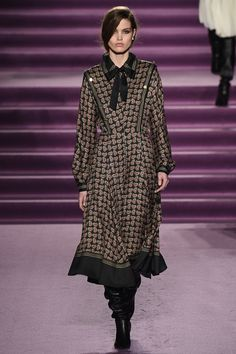 See the complete Philosophy di Lorenzo Serafini Fall 2016 Ready-to-Wear collection.