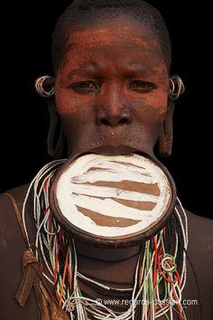 Africa | Omo Valley, Ethiopia | ©Benoit Feron