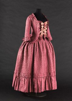 Caraco and petticoat, 1770's From the Musée Galliera - Fripperies and Fobs