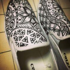 左足側から  #ボタニカルアート #ボタニカル柄  #アートシューズ #アートワーク