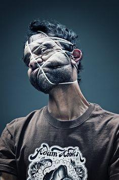 """Vielleicht habt Ihr vor ein paar Wochen diese """"Scotch Tape""""-Grimassen-Pics von dem aus Mexiko kommenden Fotografen Wes Naman auf einigen allen Webseiten der Welt gesehen? Nun – der Typ möchte beweisen, dass er nicht nur Klebeband-Portraits kann, hier ist seine neuen Serie: Gummiband vs. Marmel-Pics! Das Besondere an diesen Bildern hier ist, dass es sich nicht um irgendwelche Protagonisten handelt... Weiterlesen Face Distortion, Photography Projects, Portrait Photography, Distortion Photography, Sketchbook Inspiration, Art Sketchbook, Elements Of Art, Photoshop, Illustration"""