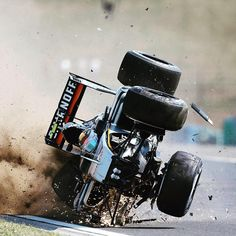 """@racing_moments su Instagram: """"Scary crash after suspension failure , glad to see him (Sergio Perez) walk & ok after the crash #F1 #F1CarPictures #HungarianGP"""""""