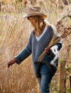 Strik en blød og lun trøje med v-hals Easy Knitting, Knitting Patterns Free, Free Pattern, Crochet Cardigan, Knit Crochet, Crochet Woman, Yarn Projects, Diy Fashion, Knitwear