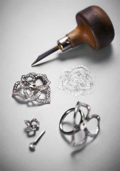 Use a Jewelry Armoire To Store Your Precious Jewelry Pieces Weird Jewelry, Fancy Jewellery, High Jewelry, Unique Jewelry, Jewelry Tools, Jewelry Art, Gemstone Jewelry, Jewelry Design Drawing, Jewelry Illustration