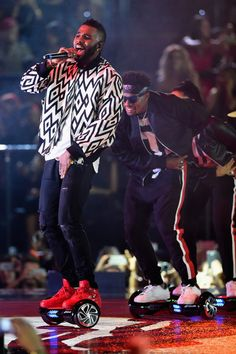 Jason Derulo performs on stage during the MTV EMA's 2015 at the Mediolanum Forum on October 25, 2015 in Milan, Italy.