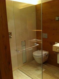 Schwarzer Adler Kitzbühel Innenausstattung Das Hotel, Toilet, Bathtub, Bathroom, Interior Home Decoration, Eagle, Black Man, Standing Bath, Washroom