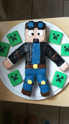 Minecraft party - Dantdm cake and creeper cookies