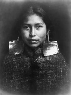 Portraits-vintage-de-jeunes-amerindiennes-fin-1800-debut-1900-11