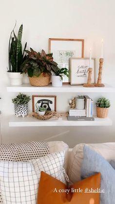 Living Room Shelves, Boho Living Room, Bohemian Living, Cozy Living, Bedroom Shelving, Shelving Decor, Ikea Shelves, White Shelves, Room Ideas Bedroom