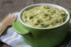 La ricetta del risotto zucchine e scamorza affumicata è semplice da realizzare, un primo piatto gustoso, primaverile e che piacerà a tutti.