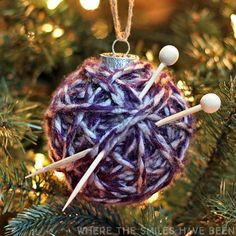 Make yarn wrapped ball ornament knitting crochet using your leftover scrap yarn from holiday crocheting from my christmas crafts to use up extra yarn roundup! Christmas Ornaments To Make, Christmas Balls, Homemade Christmas, Christmas Diy, Christmas Decorations, Christmas Crafts To Make And Sell, Xmas, Simple Christmas, Tree Decorations