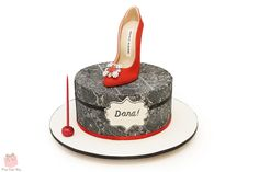 For Dana's birthday we helped her celebrate with this fashionnable high heel and cake covered in elegant black lace.