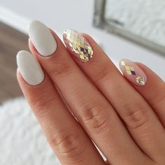 #white #glasses #manicure #weddings #weddingnails #nailart #naildesigns #bridalnails