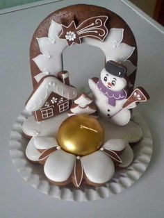 How to make more money? Gingerbread House Designs, Gingerbread Village, Gingerbread Cookies, Christmas Cookies, Christmas Time, Xmas, Buttercream Flowers, Biscuits, World Recipes