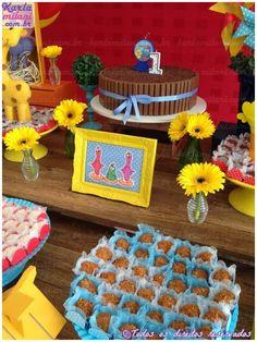 Decoração e Pecas: Atelier Karla Milani   Doces e bolos providenciados pela mamãe.