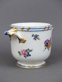 Un rafraîchissoir à verres en porcelaine tendre de Vincennes du XVIIIe siècle