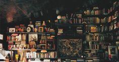 Meu sonho é morar numa casinha afastada da cidade, onde eu possa plantar, ler meus livros em paz, dançar para a Lua entre as ...