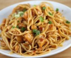 Looking for a new linguine recipe? Try our Asian Chicken Linguine! It's a recipe filled with traditional Asian flavor that you can make at home; ginger, garlic, and delicious hoisin sauce make this linguine recipe a one-way ticket to Asia! Pasta Dishes, Food Dishes, Pasta Food, Main Dishes, Tasty, Yummy Food, Delicious Recipes, Fast Recipes, Healthy Food