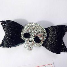 Skull hair bow halloween hair bow black glitter accessory Newborn Halloween, Halloween Hair Bows, Halloween Skeletons, Halloween Costumes, Black Glitter, Hair Band, Skull, Hair Accessories, Trending Outfits